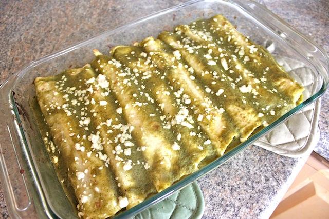 Weekend Chef: Verde Chicken Enchiladas | Dana Renee Style